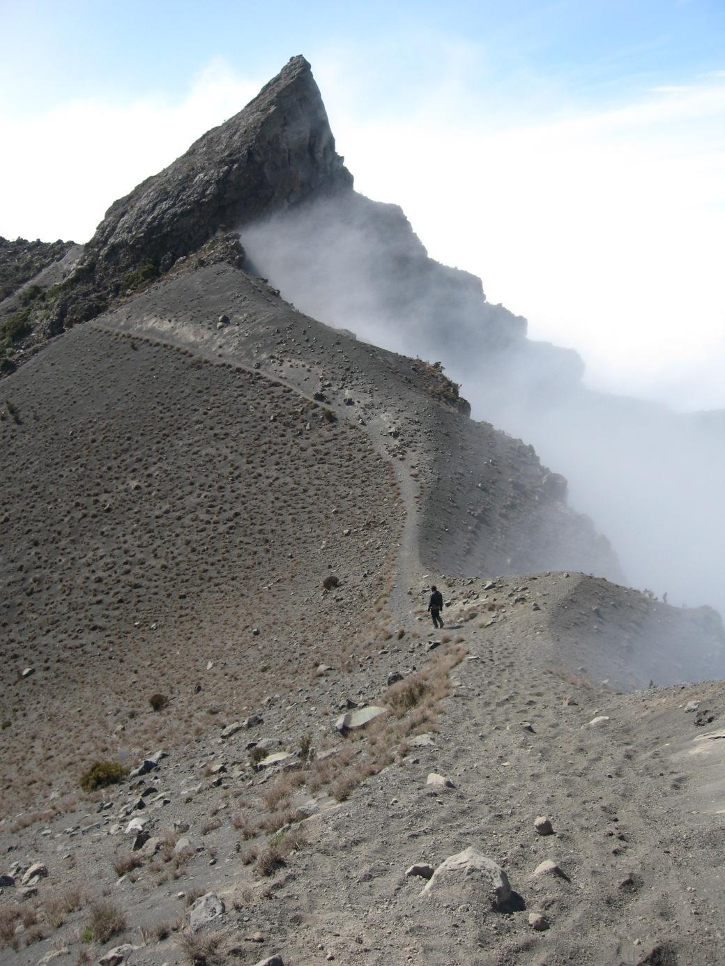 Mount_Meru,_Tanzania.jpg